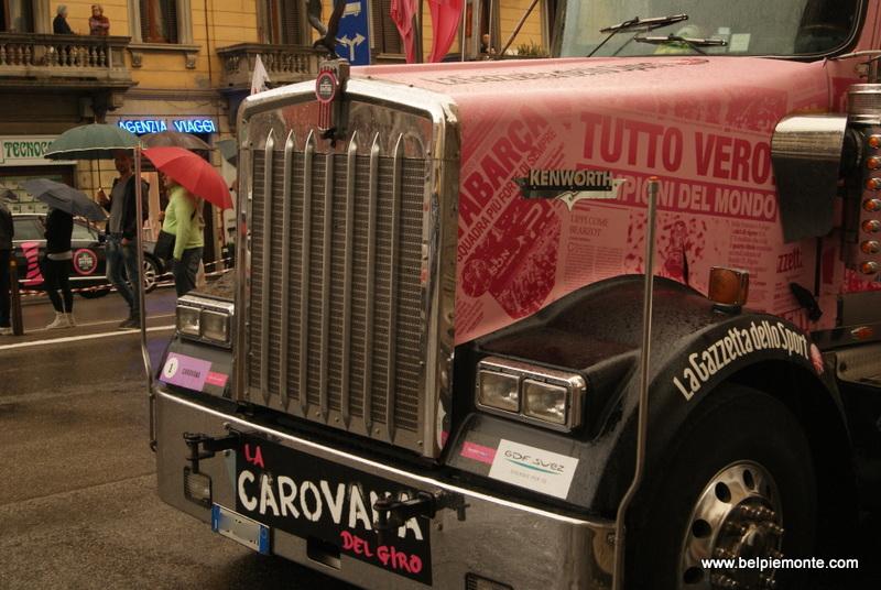a funny pink caravan of Gazzetta dello Sport