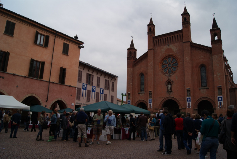 piazza Risorgimento, Alba, Piemont, Włochy