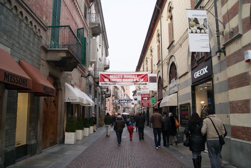 Międzynarodowe Targi Białej Trufli (Fiera Internazionale del Tartufo bianco d'Alba), Alba, Piemont, Włochy