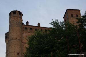 zamek (castello), Serralunga d'Alba, Piemont, Włochy