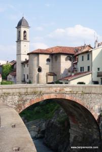 Ivrea - kościółek (chiesa) Borghetto i stary most (ponte vecchio)