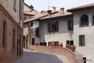 Barolo - jedna z uliczek w Barolo