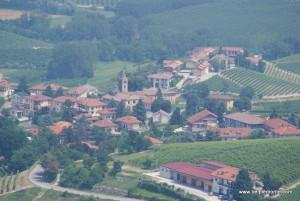 okolice miasteczka Barolo, Piemont, Włochy