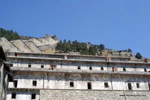 Forte di Fenestrelle - fragment fortecy widziany z dołu