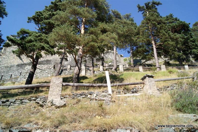 Forte di Fenestrelle - szlak prowadzący w górę