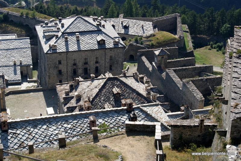 Forte di Fenestrelle - widok na budynek Padiglione degli Ufficiali
