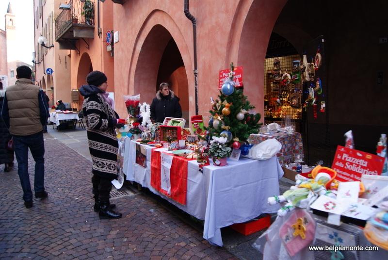 świąteczne stoiska przy via Cavour
