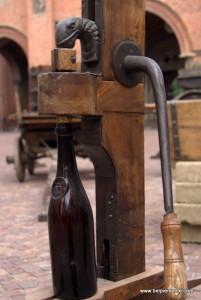 Stare urządzenie do korodowanie butelek