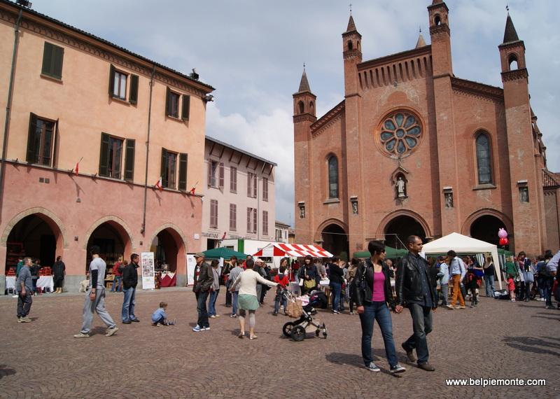 Piazza Risorgiment, Alba, Piemont, Włochy