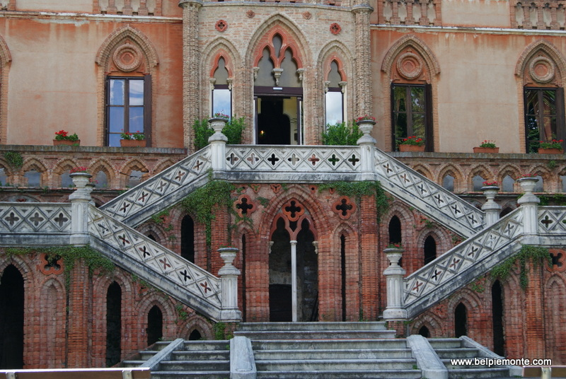 zamek (castello) w Novello, Piemont, Włochy