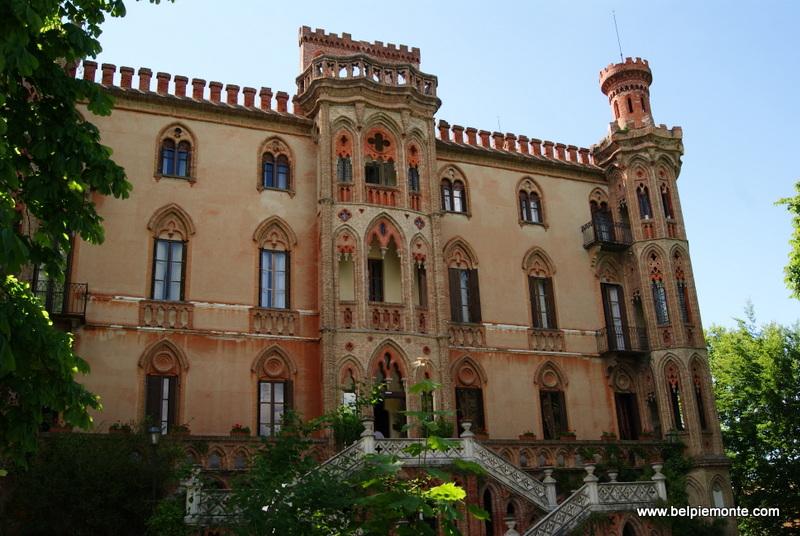 zamek w Novello, Piemont, Włochy