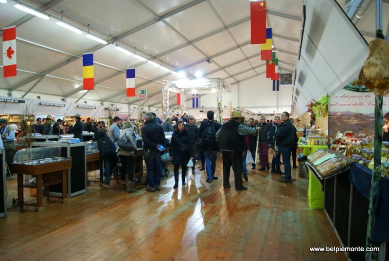 Mercato Mondiale del Tartufo Bianco d'Alba, Alba, Piemont, Włochy